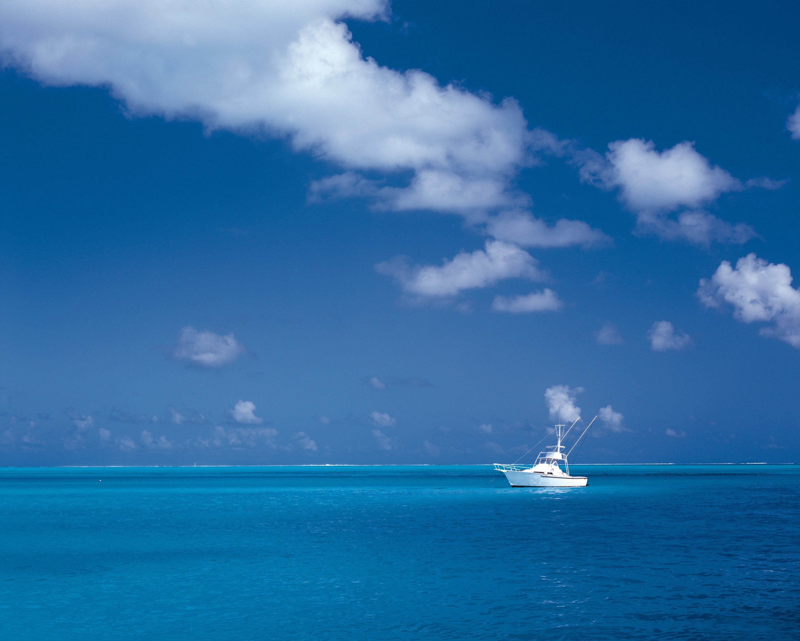 blue-ocean-white-boat